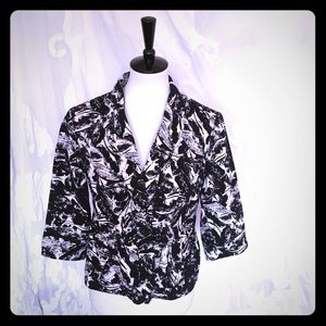 Black and White Cotton blazer. Size 6P